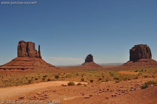 Monument Valley, the Mittens, trailhead