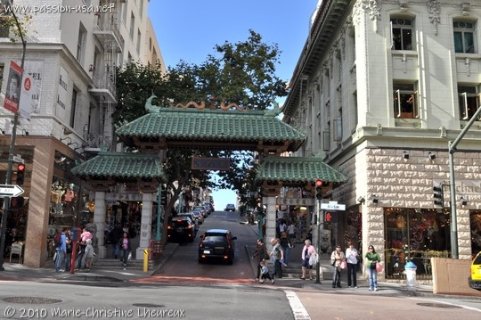 San Francisco, Grant and Bush, gate into Chinatown