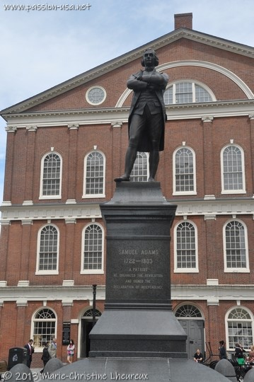 Statue de Samuel Adams devant Faneuil Hall, Boston