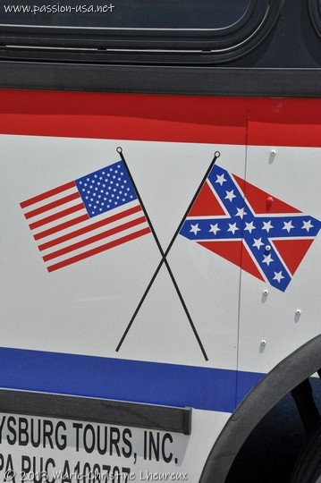 Crossed Union and Confederacy flags